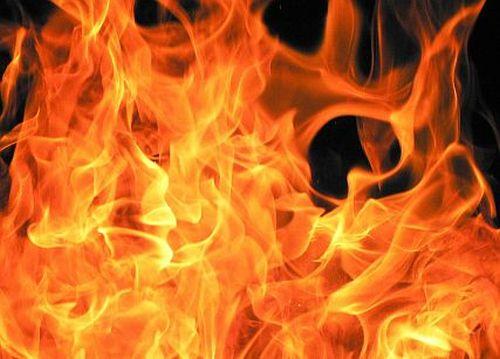 Aiud: Un bărbat a incendiat mai multe bunuri aflate pe terasa unui local