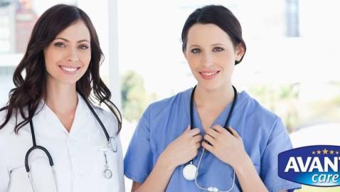 Vrei să muncești în sistemul medical din Marea Britanie? Posturi de infirmieri și asistenți medicali, cu sau fără experiență