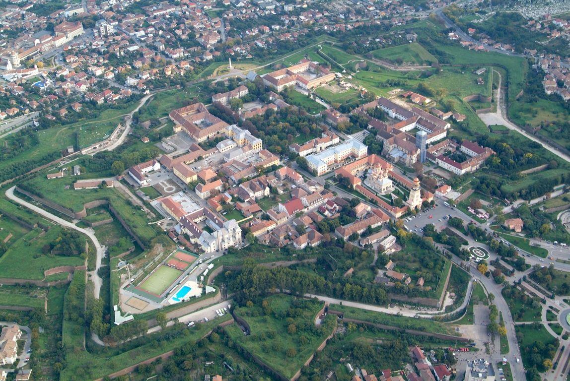Primăria Alba Iulia: Întreținerea elementelor de fațadă și a acoperișurilor blocurilor este obligatorie