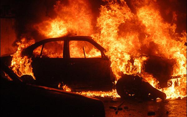 Surse: Polițist local din Alba Iulia, suspectat de o eventuală implicare în incendierea mașinii fostei soții