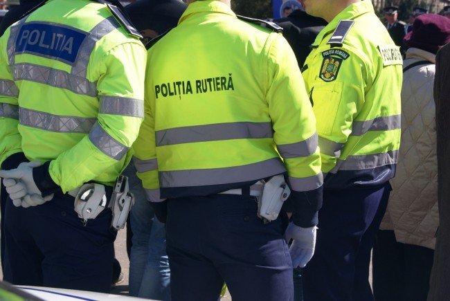 """""""E prezentă pe arteră, e poliția rutieră"""". 500 de amenzi şi zeci de premise reținute, după o acțiune pe șoselele din Alba"""