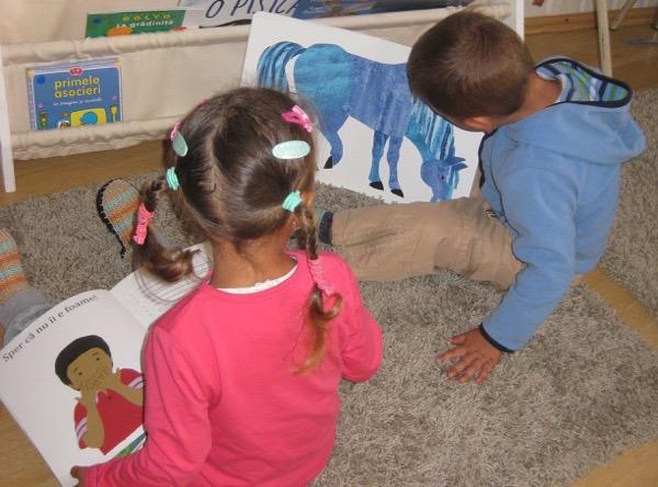 800 de copii din județul Alba vor primi Prima Carte pentru acasă