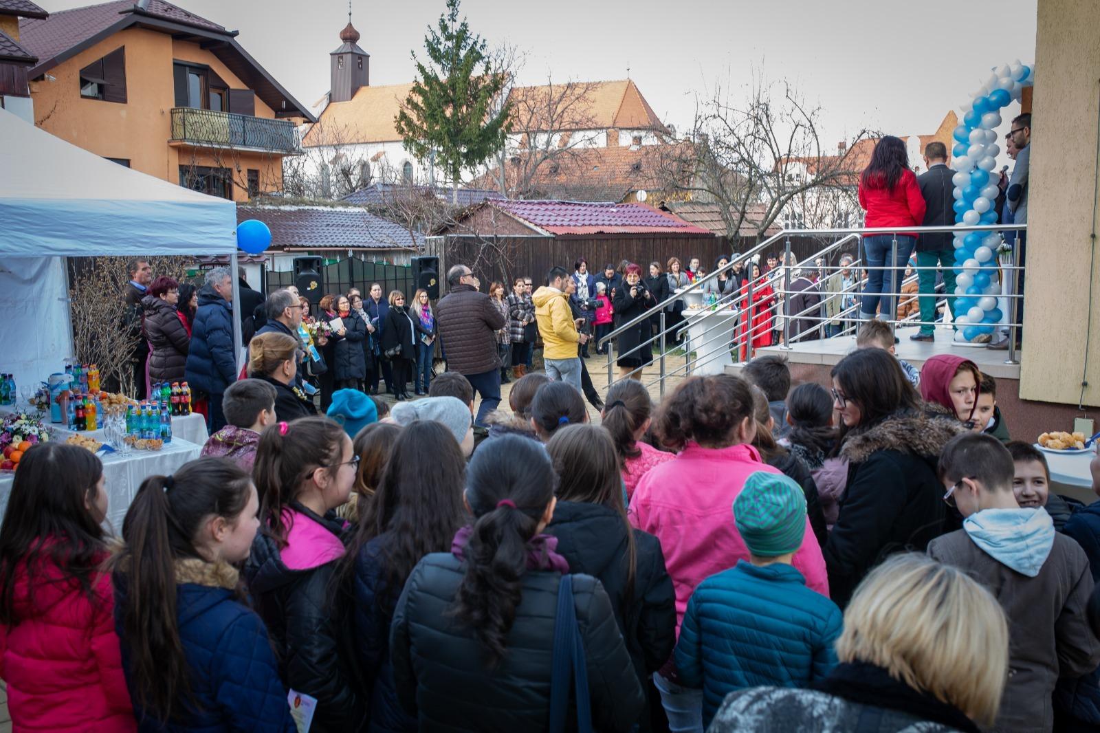 La Sebeș s-a deschis primul cabinet stomatologic cu servicii gratuite destinate exclusiv copiilor