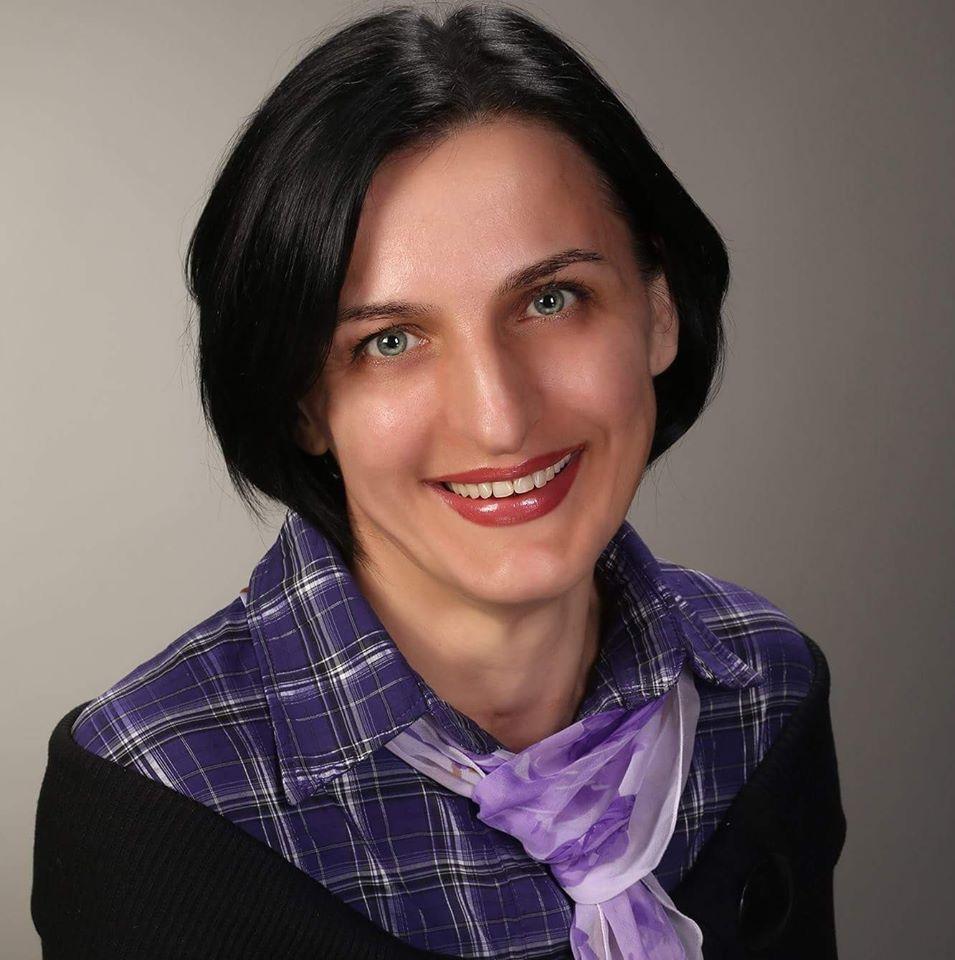 VIDEO: Ionela Danciu, consilier independent la Aiud, a semnat adeziunea la PRO România