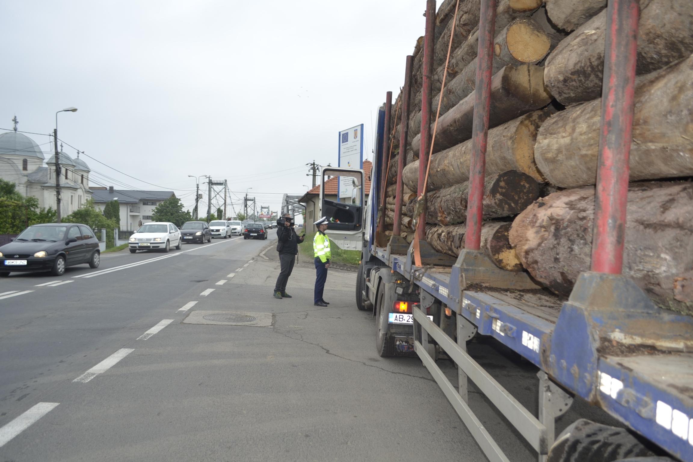 Acţiunea TRUCK&BUS, în județul Alba. Peste 300 de mașini verificate, 90 de amenzi aplicate (foto)