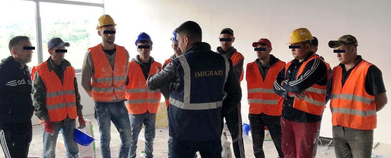 10 cetățeni străini, depistați că munceau ilegal, într-un oraș din județul Alba