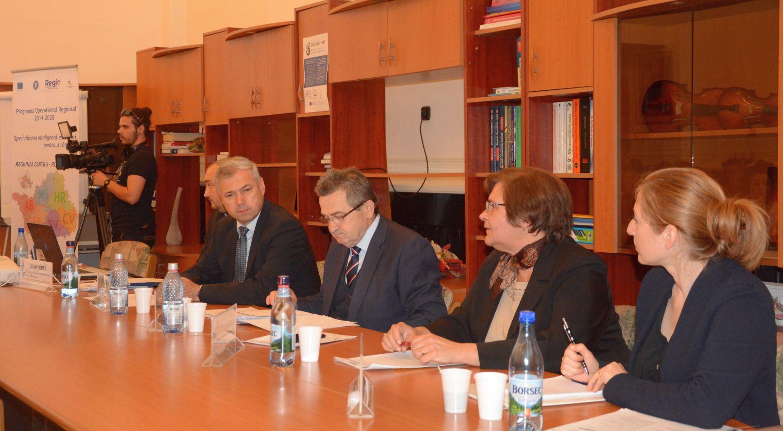 Întâlniri de lucru pentru informarea celor care vor să acceseze 200.000 de euro fonduri nerambursabile
