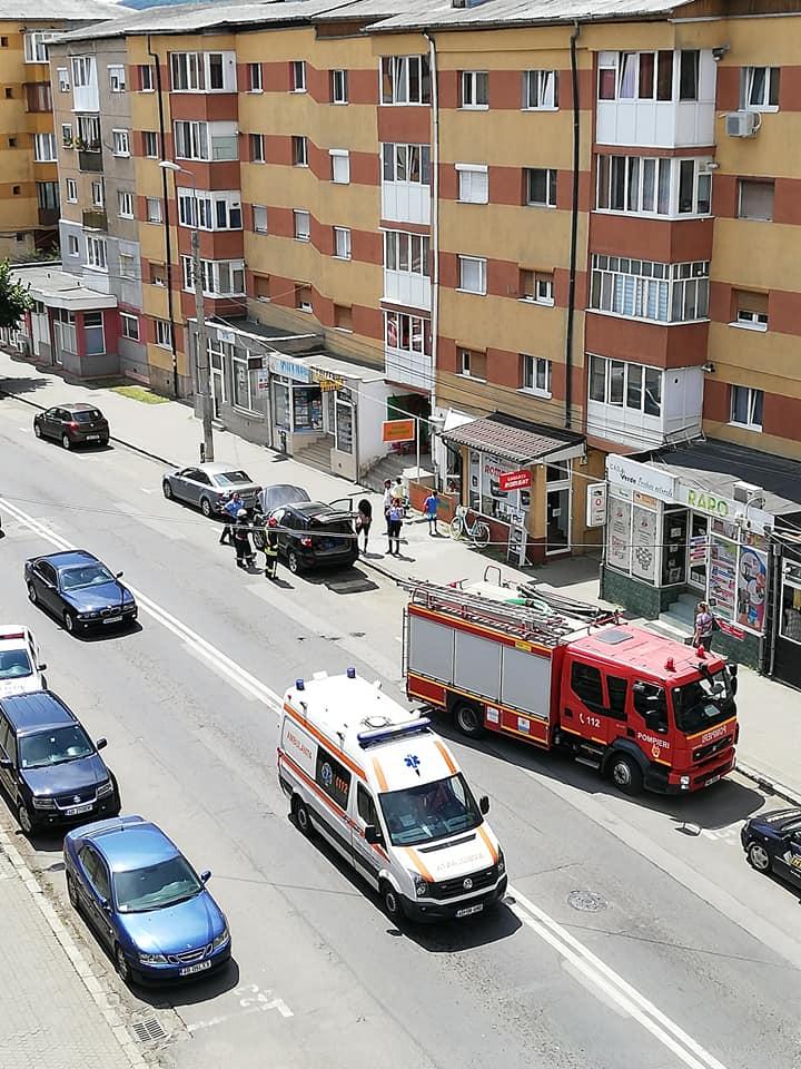 Pompierii din Alba Iulia, chemați să intervină la un incendiu izbucnit la un autoturism