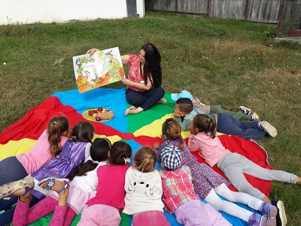 Peste 650 de copii din Alba au avut parte de învățare prin joc, lectură și experimente, vara aceasta  Alba, județul cu cel mai mare număr de Ateliere de Vară Șotron, la nivel național!