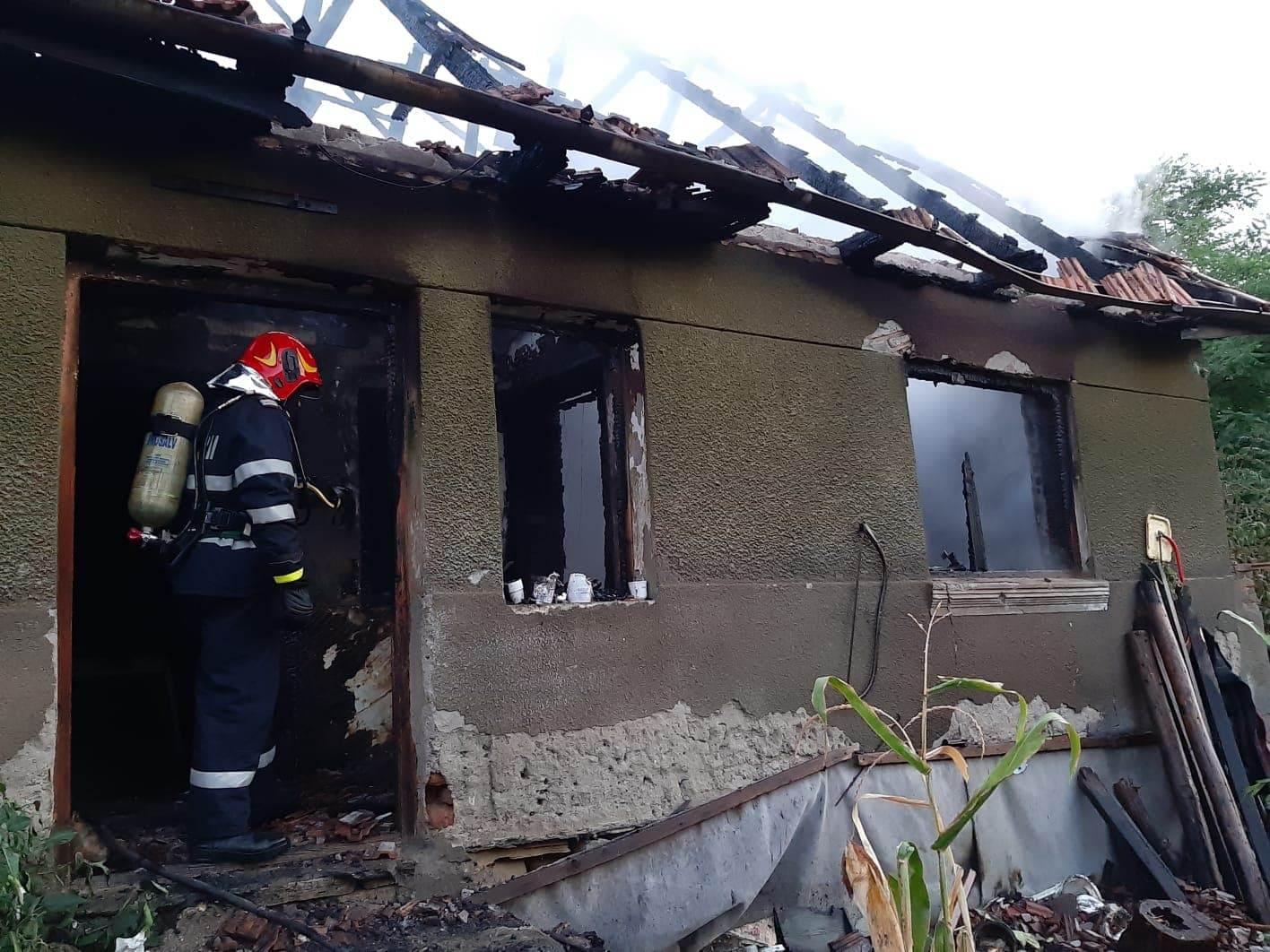FOTO: Tragedie lângă Alba Iulia. O femeie a murit iar un bărbat a ajuns la spital în stare gravă