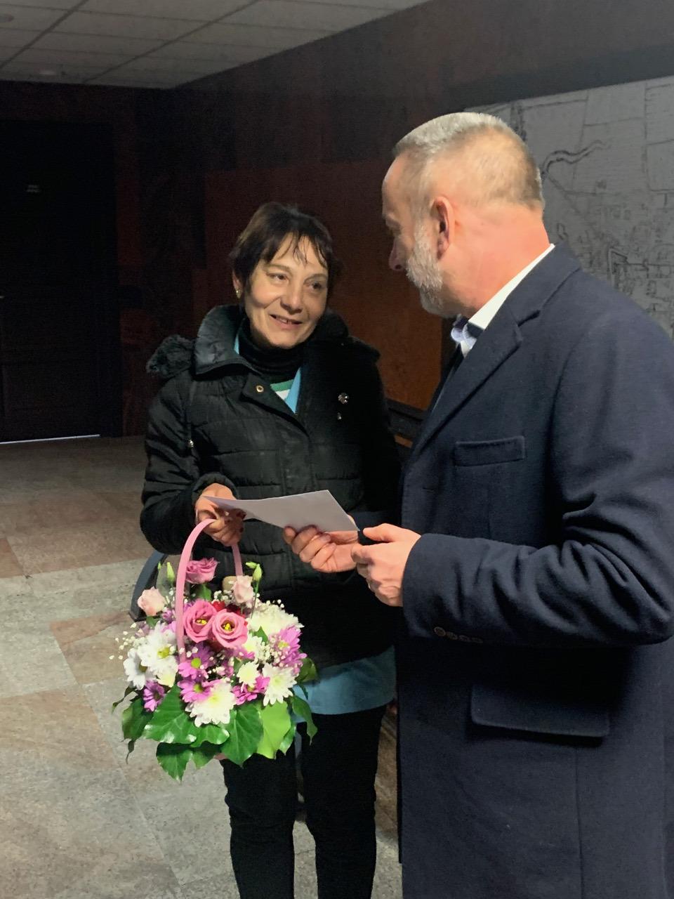 Angajată a Primăriei Alba Iulia, premiată de Voicu Paul