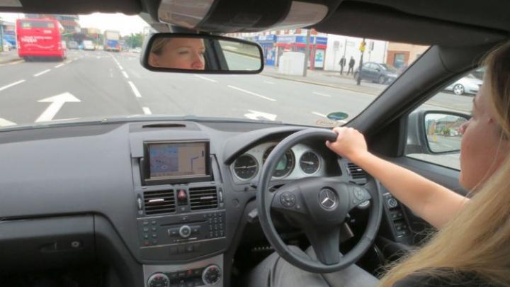 Registrul Auto Român explică în detaliu tot ce trebuie să știți despre statutul legal al autovehiculelor cu volanul pe partea dreaptă